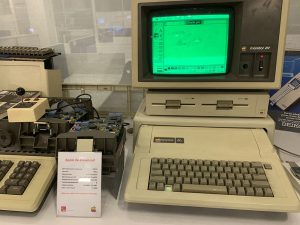 Apple IIe с двумя дисководами