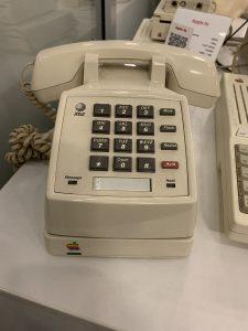 Старинный телефон Apple