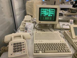 В 90-х годах рабочее место за Apple Computer
