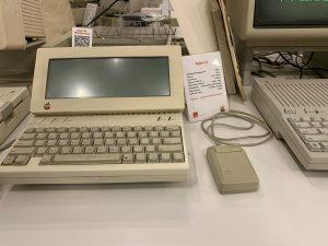 Одна из первых моделей Apple
