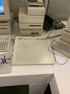 Графические планшеты давно подключались к компьютерам Apple