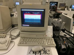 Фотография компьютера Apple Macintosh LC
