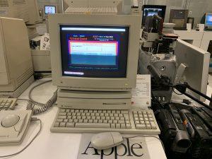 Фотография компьютера Apple Macintosh LC