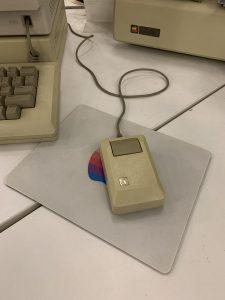 Очень старая мышка от компании Apple