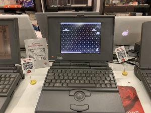 Старые рабочие ноутбуки Apple в московском музее