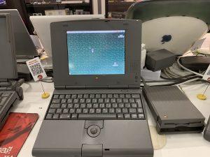 Один из первых ноутбуков Apple